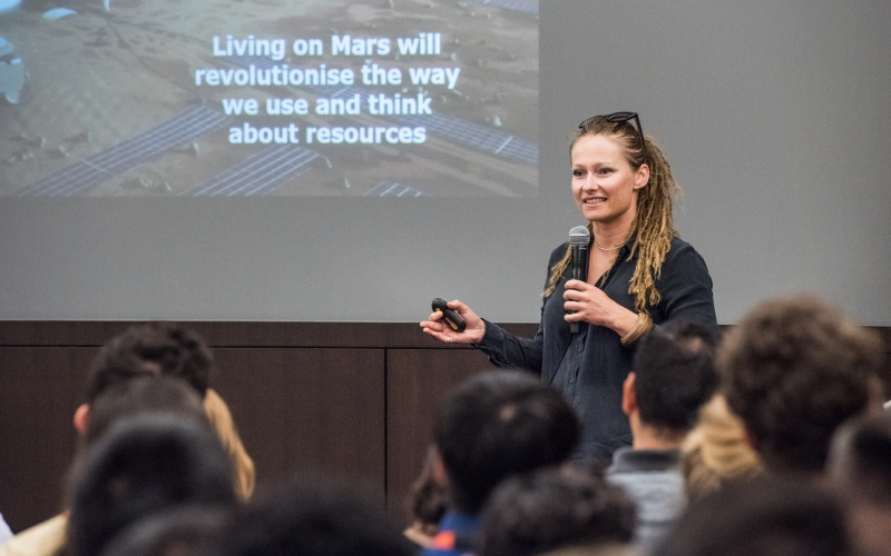Mars One hopeful speaks at Aerospace